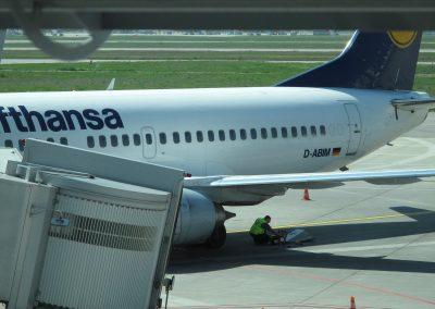 Un technicien rŽpare notre avion